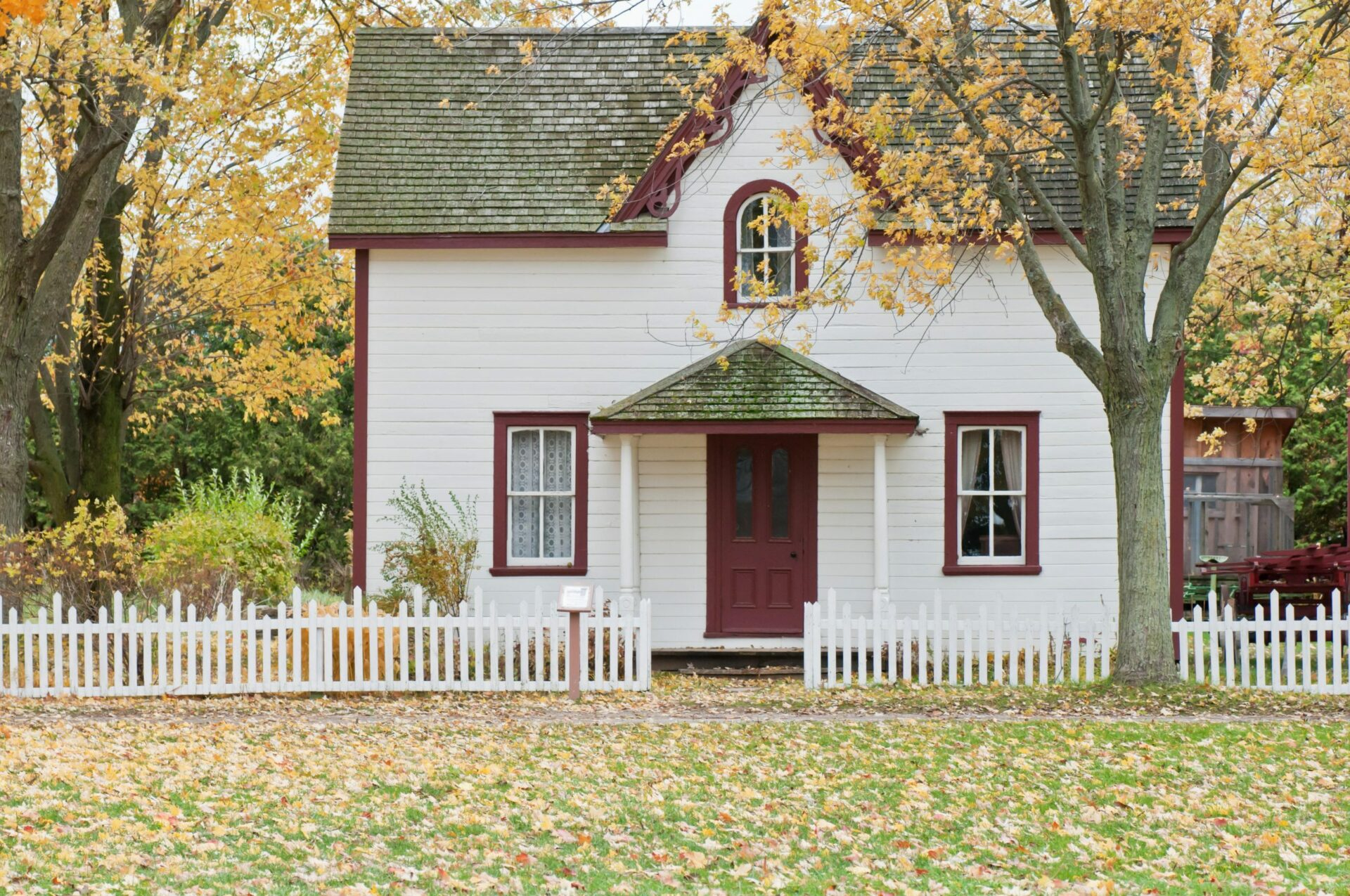 Image of a Cottage in the Fall